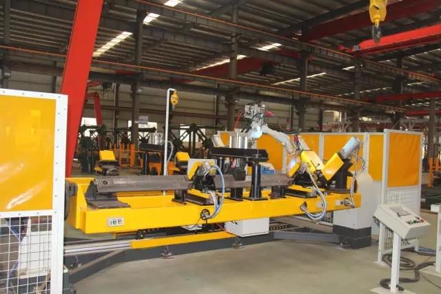 【工艺】片式标准节鱼尾板焊接机器人