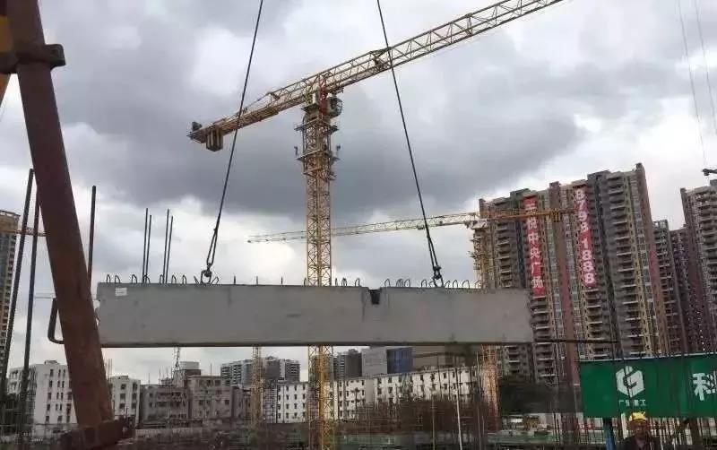 中天智能吊装塔机服务于房企龙头PC建筑项目
