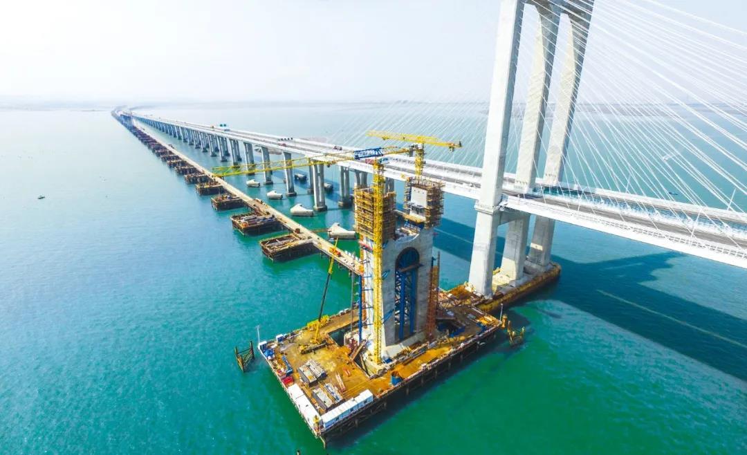 中交二航局携ZTM智能塔机助力我国首座高铁跨海大桥