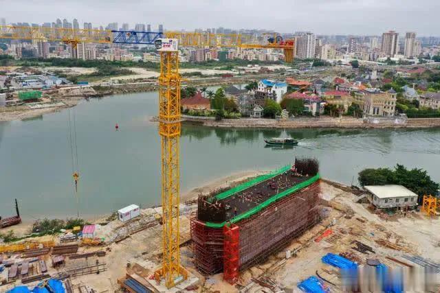 ZTM智能塔机王牌机型ZTT586助力新津河大桥建设